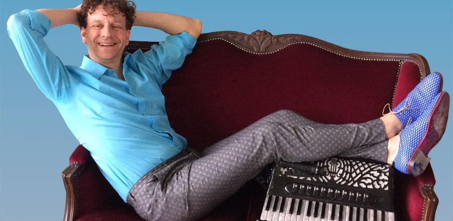 muzikale show met Rob Stoop alias Bob Stroop